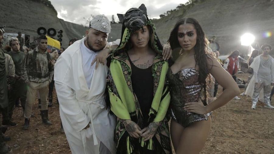 Anitta conquista disco de platina com o hit 'Machika'